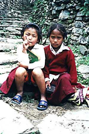 Copii în Gandruk, foto Marius